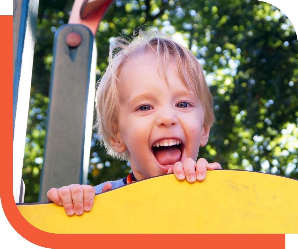 niño crecimiento sano y feliz